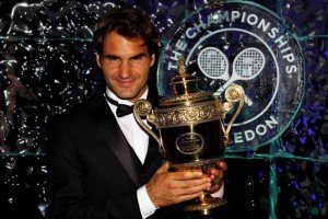 Le plus grand... federer-wimbledon-trophy-getty-300x200